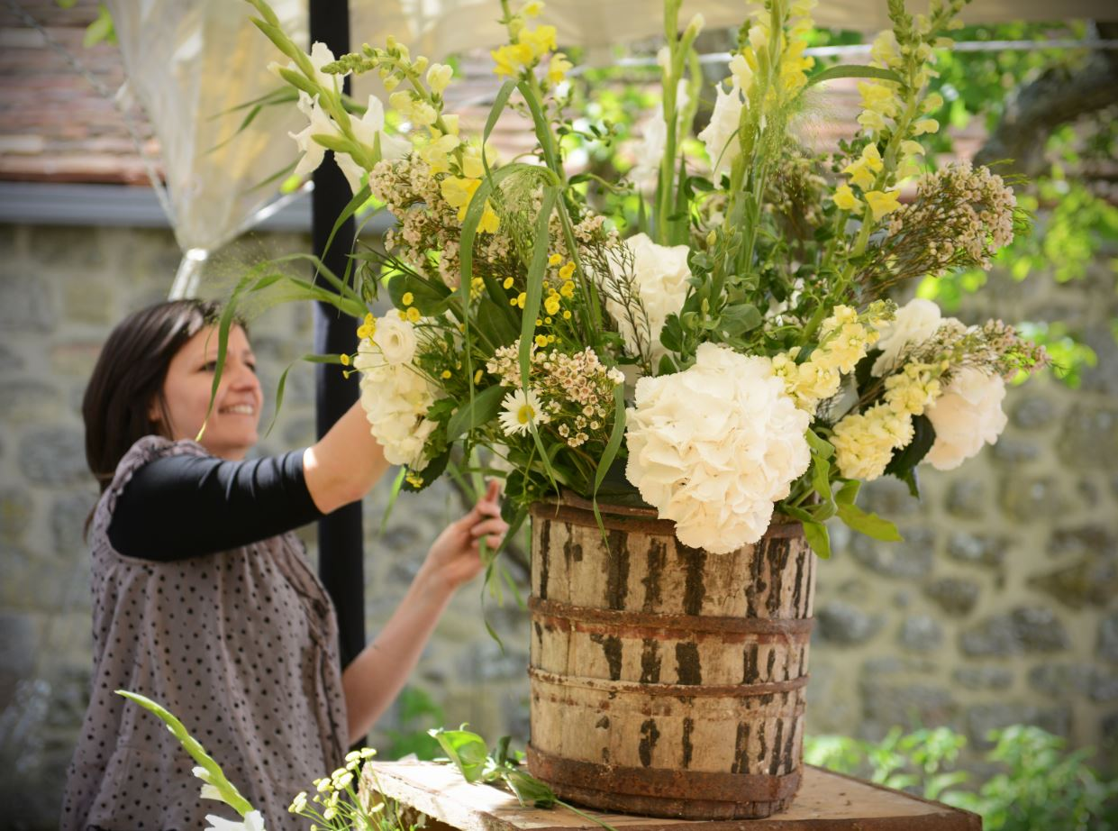 Wedding garden flowers - Country Garden Flowers For An Oxfordshire Farmhouse Wedding